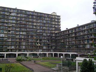 320px-Rosny_sous_Bois_Immeubles_Place_Geneviève