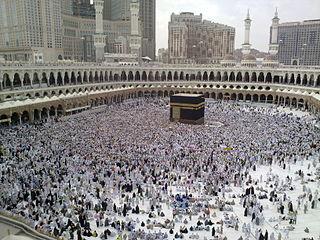 320px-A_Last_day_of_Hajj_-_all_pilgrims_leaving_Mina,_many_already_in_Mecca_for_farewell_circumambulation_of_Kaaba_-_Flickr_-_Al_Jazeera_English