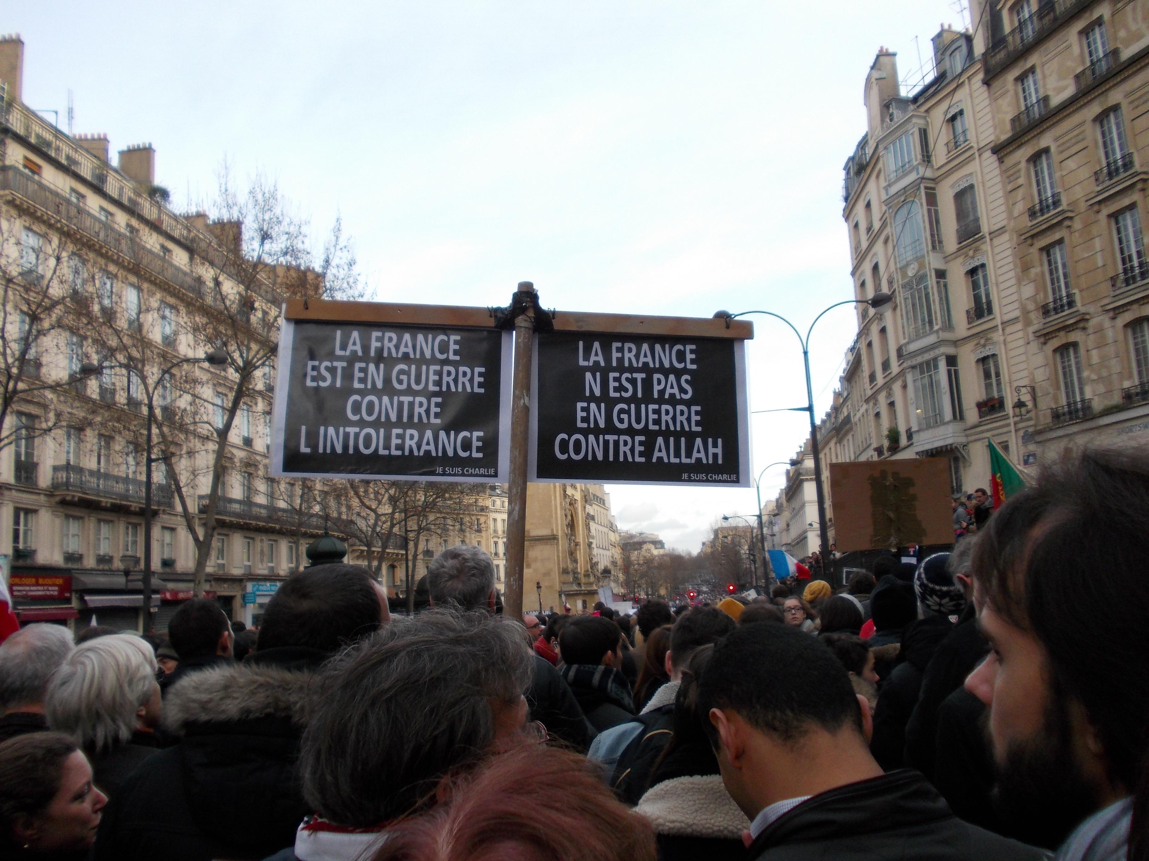 """""""Des millions de Français se sont précipités dans les rues pour définir comme besoin prioritaire de leur société le droit de cracher sur la religion des faibles"""" E. Todd"""