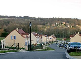 Lotissement de la Tourelle à la Maule (Yvelines) Photo JH Mora / Wikimedia Commons